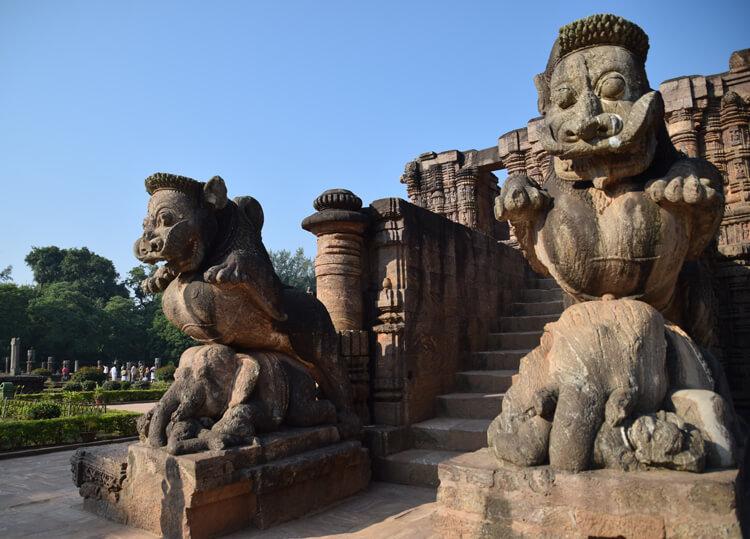 temple du soleil Konark éléphants