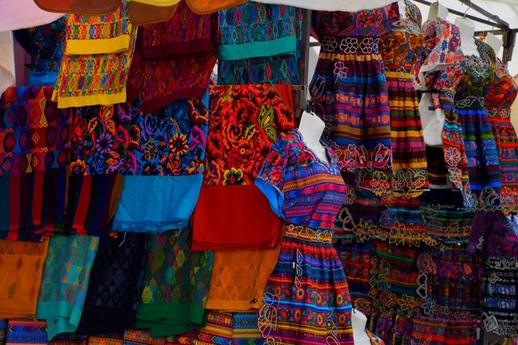 marché Almolonga robes