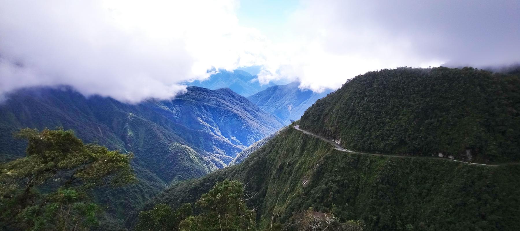 Descente de la route de la mort en VTT