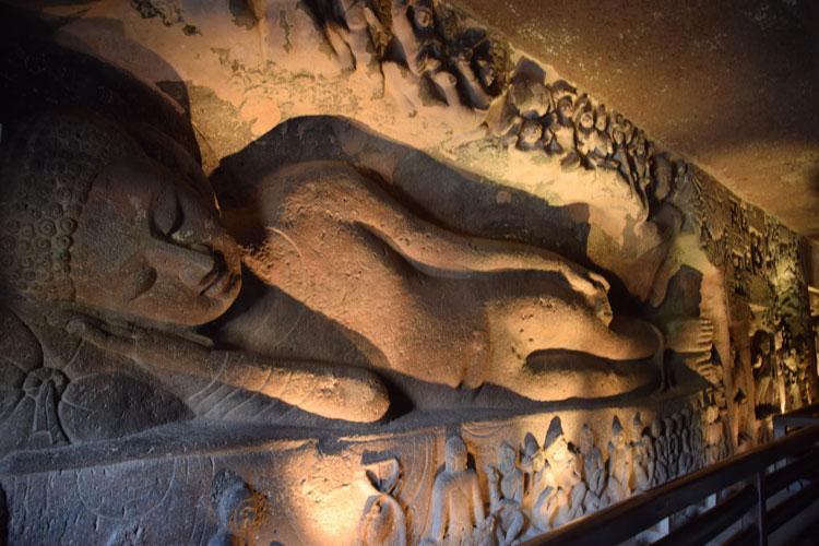 grottes-ajanta-buddha