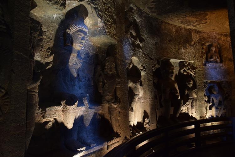 grottes-ajanta-sculpture
