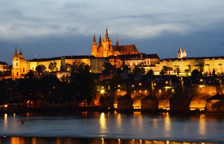 Prague-nuit