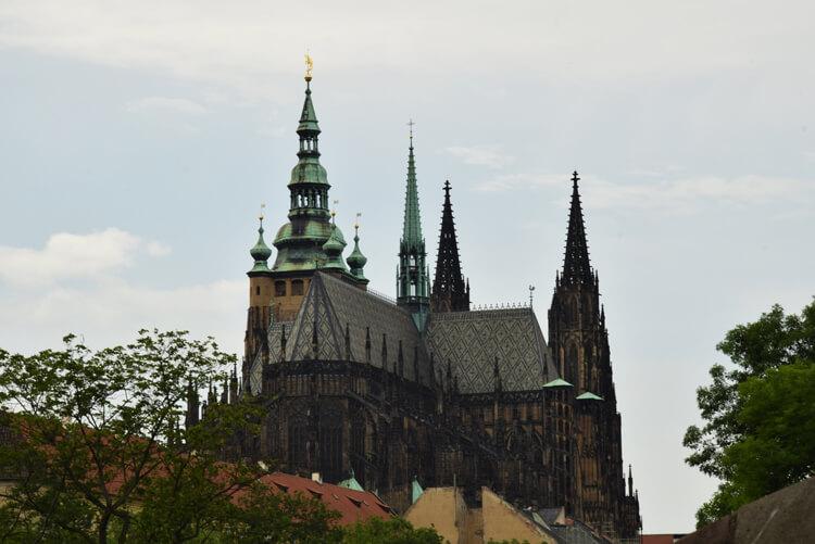 cathedrale-vue-jardin