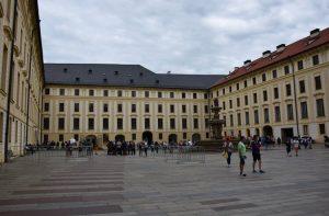 cour-chateau