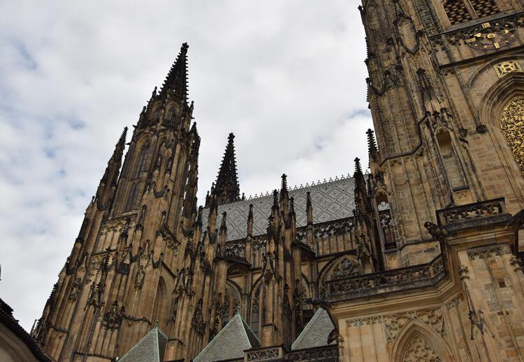 fleche-cathedrale-saint-guy