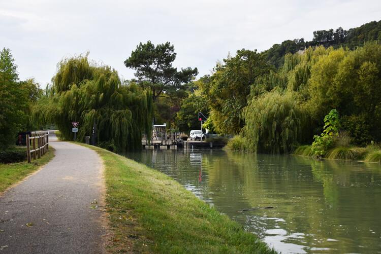 canal des deux mers à vélo écluse